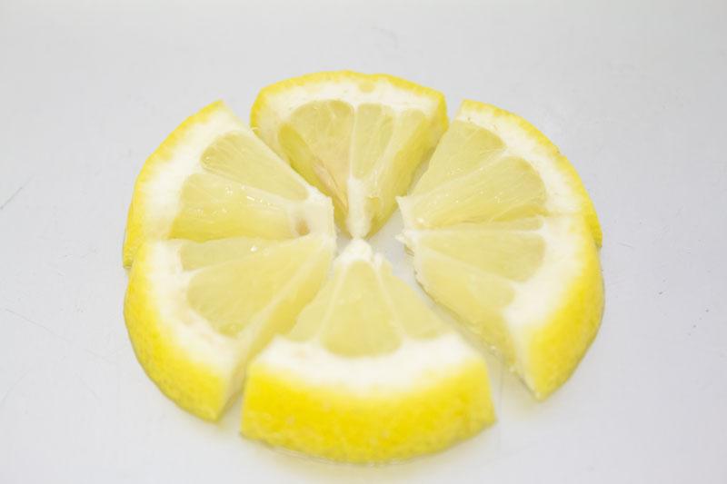 レモンをカット02