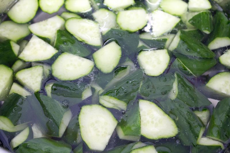 胡瓜を茹でる01
