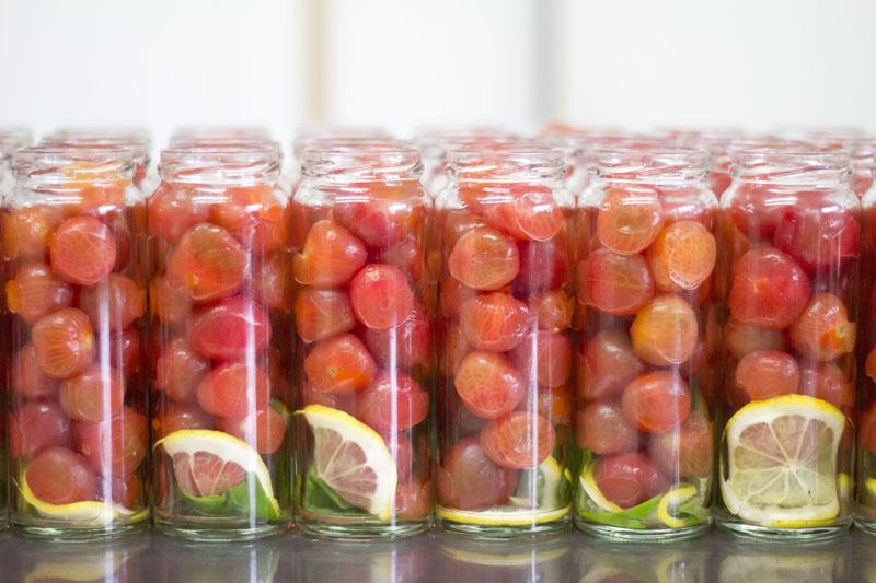 トマトの瓶詰め